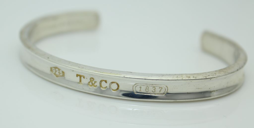 How to spot fake Tiffany & Co bracelet, to recognize counterfeit and autenficate genuine Tiffany & Co bracelet