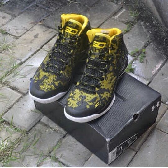 23db85769dd How to spot a fake Under Armour Curry shoes | iSpotFake. Do you?